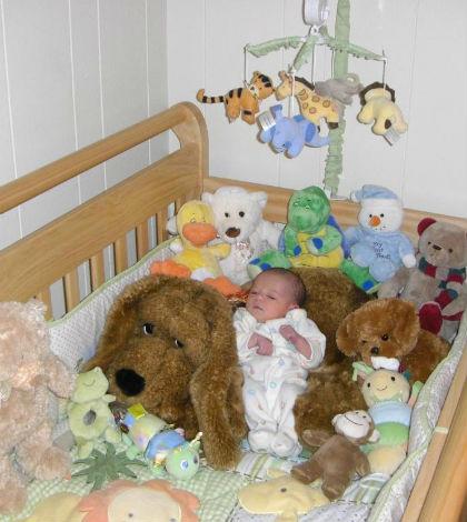 Znalezienie dziecka w tym łóżku nie jest największym problemem dla jego zdrowia.