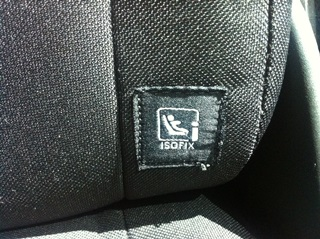 I-size_Logo_in_car_-_klein